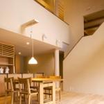 1階 玄関・ダイニングキッチン